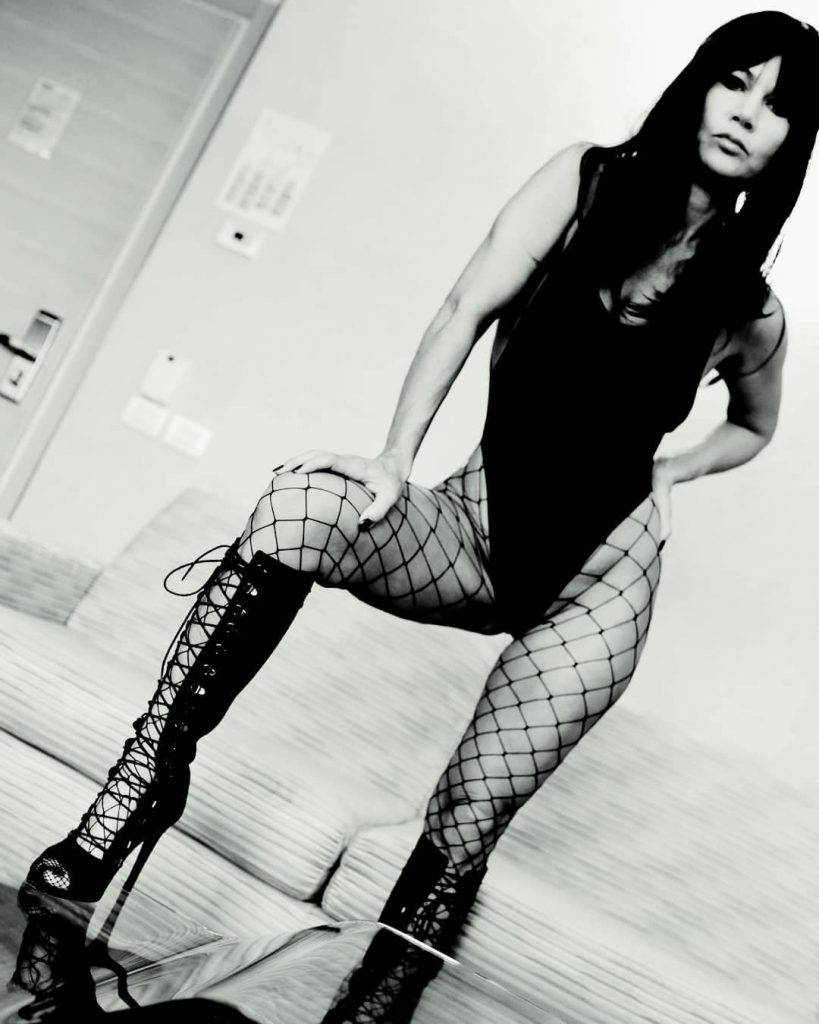 Aggressive! #wig #boots #stocking #fishnets #body #blackandwhite #legs #shoes #feet #hand