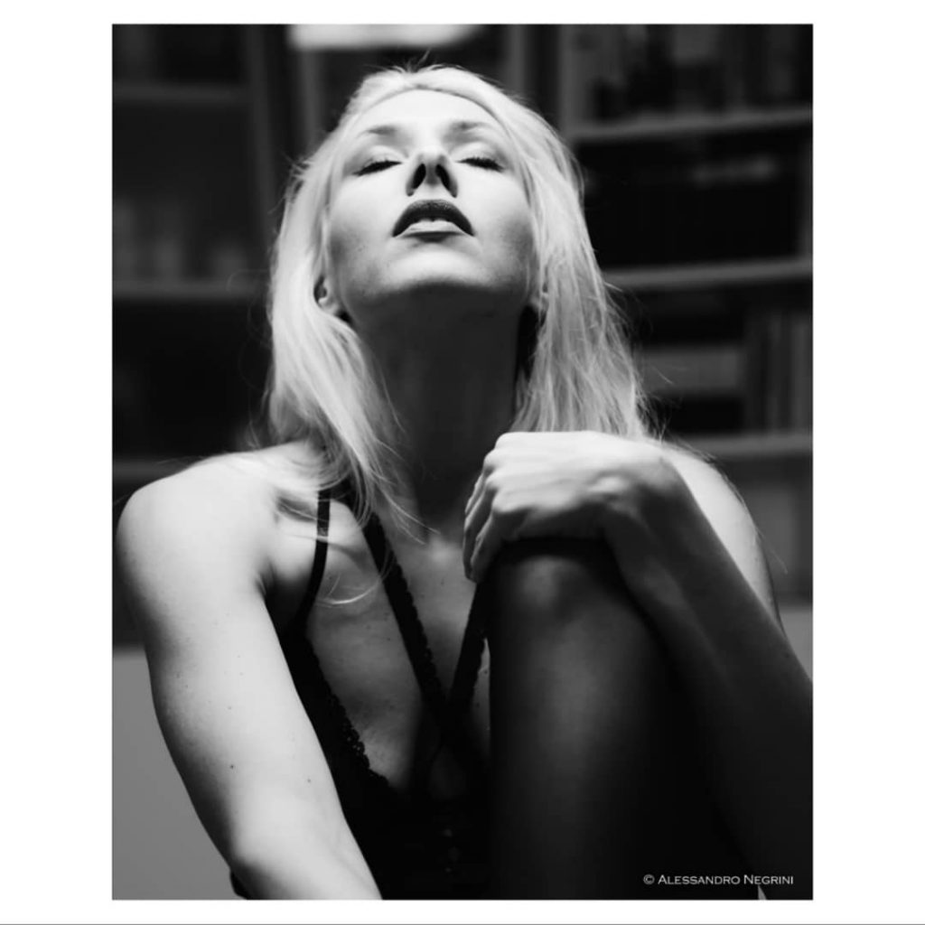 A Day With @claire_independentmodel! con il supporto di @agathadevil #brunchtime #brunch #shootingday #shooting #portrait #reportrait #perfectgirl #perfect #blackwhite #blackandwhitepicture #blackandwhiteportrait #blackandwhite #blackandwhite_perfection #blondehair
