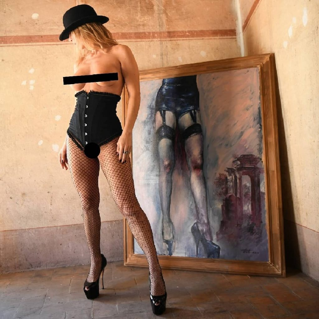 Shoes, Stocking, Legs in the frame (no postprodotta)! with @agathadevil Location and Project by a Special Friends #paint #frame #stiletto #stilettoheels #shoes #shoesaddict #stockingsfetish #stockings #stockingfetish #stocking #stockingsgirl #hat #lingerie
