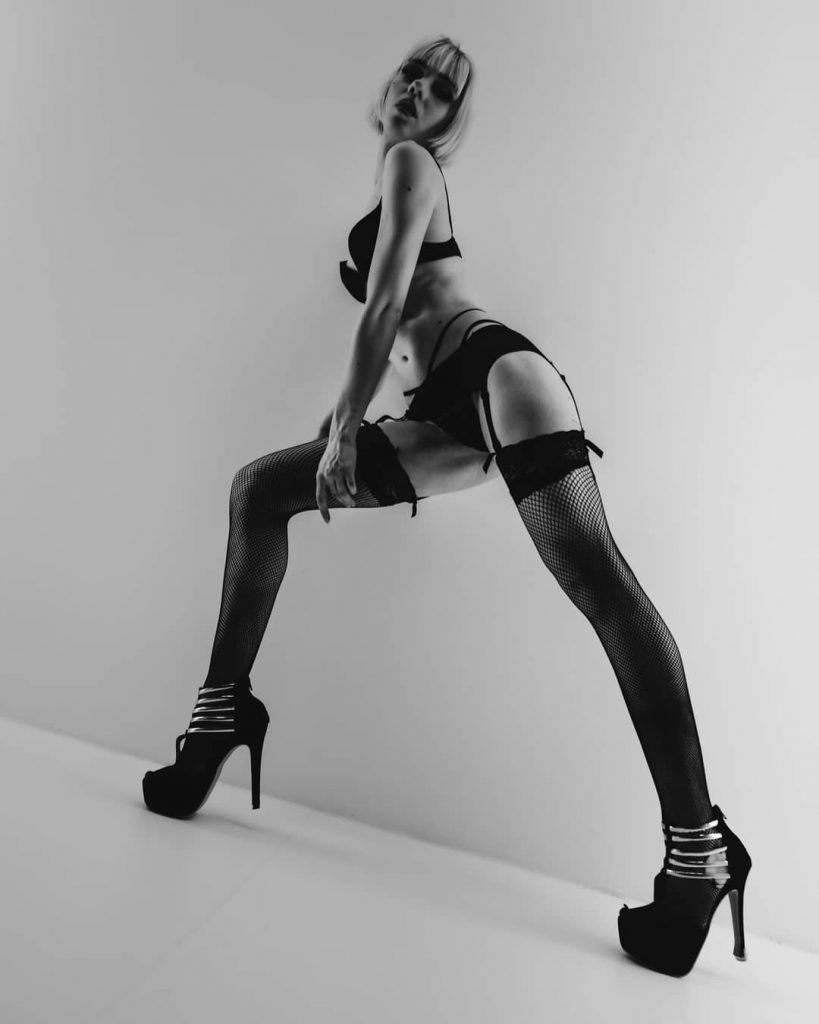 """Twiggy Style - Blow Up"" Interprete @kalelith_ fotografia @alexnerophoto location @francesco_chinazzo #blackandwhitepicture #blackandwhiteportraits #blackandwhite #portraits #englishstyle #twiggy #longlegs"