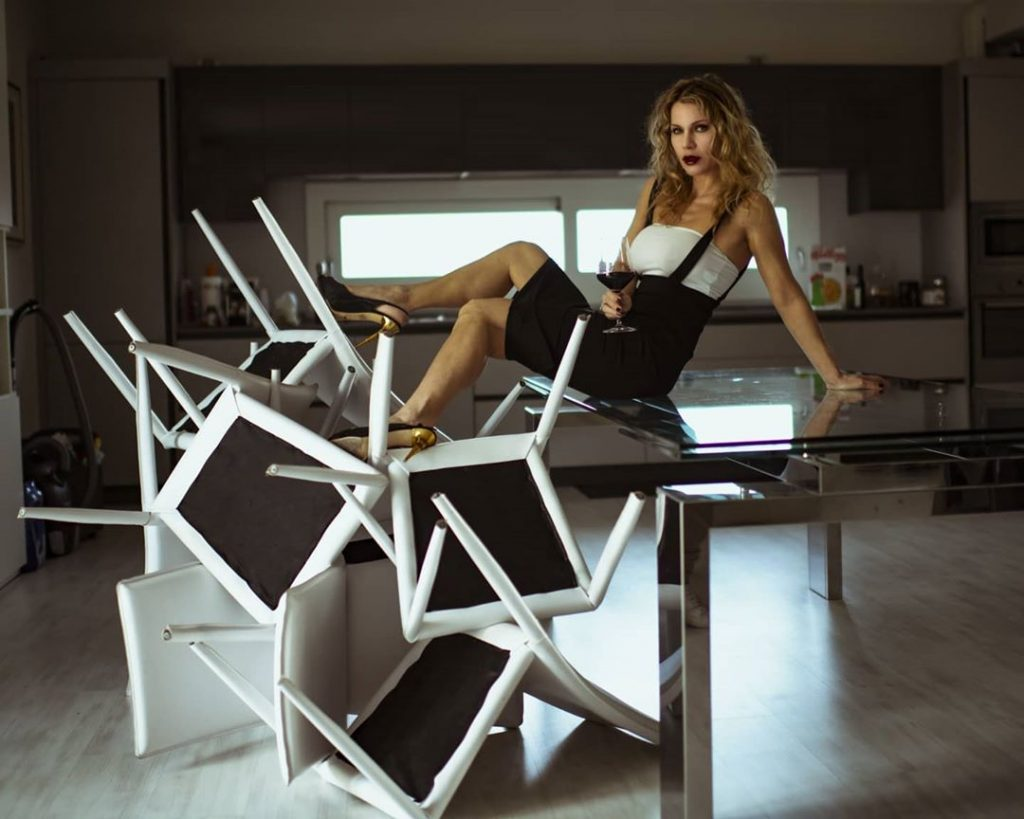 """Buona Pasqua in quarantena"" with @agathadevil #kitchen #wine #chairs #easter #legs #shoes"