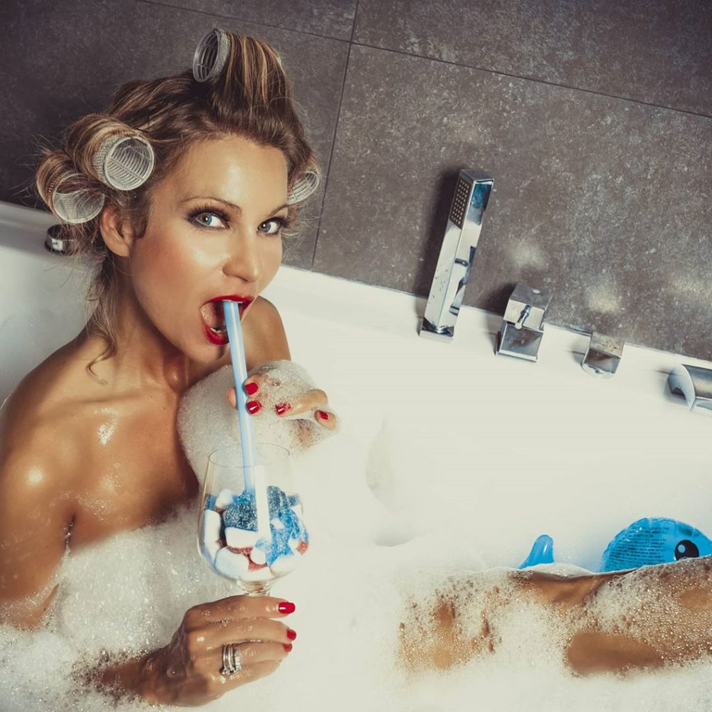"""Bubble Blu"" with @agathadevil #cocktail , #marshmallow #bathroom #pinup #pinupgirl #curler"